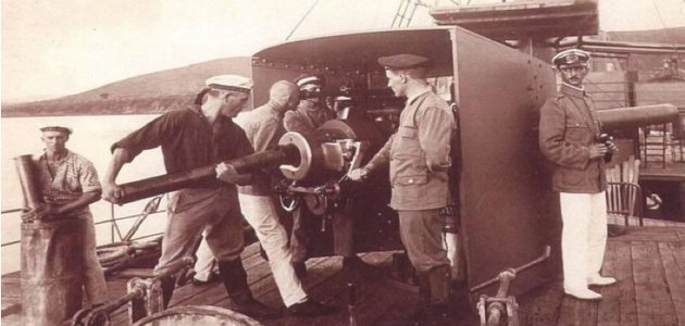 Loading one of the main guns on the SMS Graf von Goetzen.